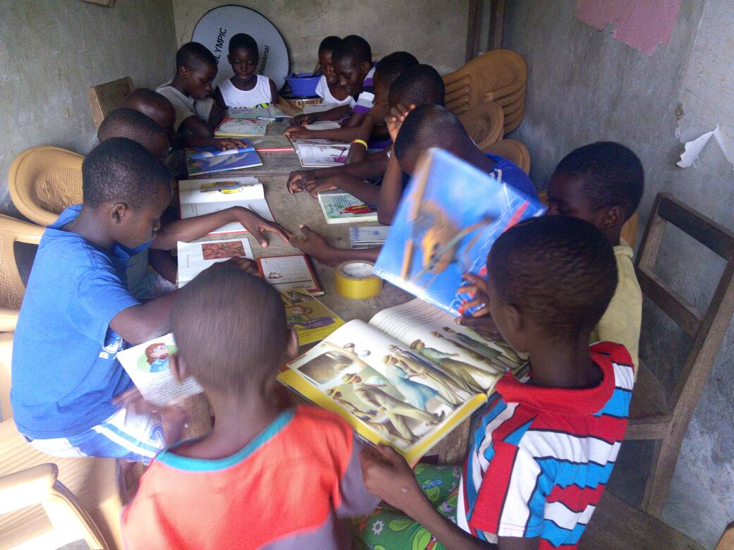 many children reading