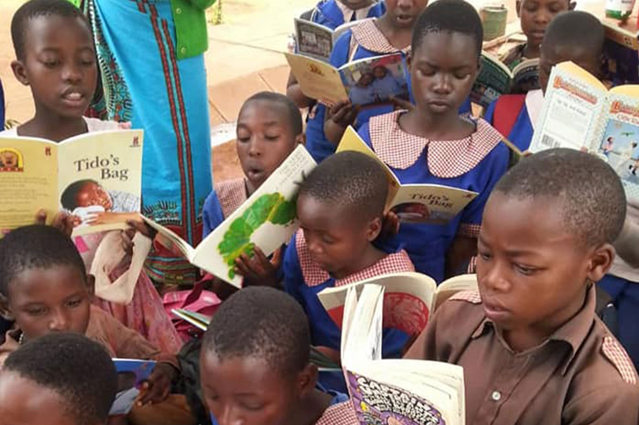 African children reading books